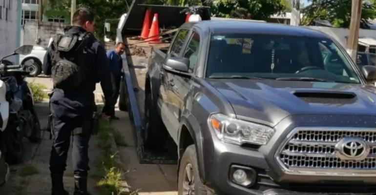 Roban camioneta en la Iquisa y la dejan abandona en la Luis Echeverria de Coatza